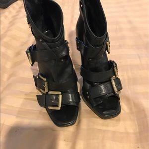 Black leather Pete toe booties